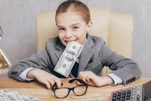 Как научить детей уважать деньги?