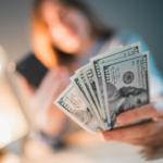 Кто должен платить налог при получении перевода
