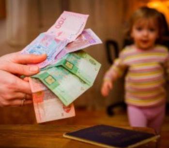 Кто должен выплачивать алименты на детей